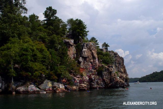 Wisata Danau Martin Yang indah di Alexander City